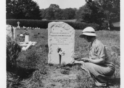 Heath-and-Reach-Parish_Cemtery-woman-at-a-graveside